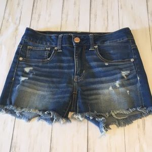 American Eagle 🦅 Distressed Denim Shorts. Size 6.